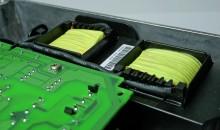 Eingebaute Zwischenkreisdrosseln reduzieren die niederfrequenten Netzrückwirkungen und erhöhen die Lebensdauer des Geräts