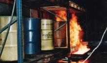 Die Gefahr, die durch brennbare Flüssigkeiten droht, ist vor allem ihre hohe Ausbreitungsgeschwindigkeit. Bilder: Fogtec