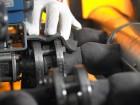 Einfache und schnelle Montage: Das flexible und plastisch verformbare Silikonmaterial ist auch bei der Nachrüstung leicht zu  verarbeiten