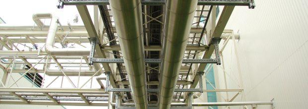 Hohe Tragfähigkeit sowie zuverlässiger Brand- und Korrosionsschutz sind entscheidende Kriterien bei der Installation von Kälteleitungen. Bilder: Mefa
