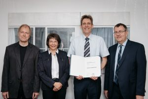 Evonik stiftet Professur für organische Chemie