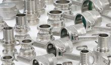 Die Camlock-Hebelarmkupplungen aus Edelstahl entsprechen EN 14420-7 und ermöglichen einfaches und sicheres Kuppeln. (Bild: Elaflex)