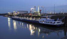 Seit 1976 ist der BASF-Landeshafen Nord in Ludwigshafen Umschlagplatz für brennbare Flüssigkeiten wie Naphtha oder Methanol.(Bild: BASF)