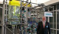 Eckard Eberle CEO des Siemens Geschäftsbereichs Prozessautomation bei der Eröffnung des Democenters - Bilder: Redaktion