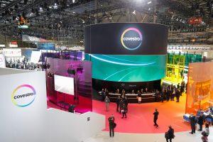 Covestro verzeichnet auch im dritten Quartal starke Geschäfte. Hier der Messestand des Unternehmens auf der Kunststoffmesse K 2016in Düsseldorf. (Bild: Covestro)