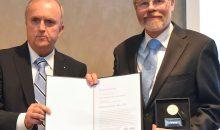 Günther Baumbach erhält VDI-Ehrenabzeichen