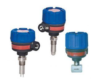 Die thermischen Massedurchfluss-Grenzschalter gibt es in verschiedenen Ausführungen. Besonders beliebt ist die kompakte CIP-Sensor (Mitte, Thermatel Modell TD2). Links daneben: Standardsonde beim Thermatel TD1. Bild: Magnetrol