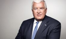Klaus Engel (60) wird seinen Posten als Vorstandsvorsitzender von Evonik vor Ablauf des bis 2018 geltenden Vertrags aufgeben. Bereits ab Mai übernimmt sein Nachfolger. Bild: Evonikld Evonik)