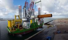 Am Hafen Rotterdam wurden 2016 weniger Güter umgeschlagen. Auf der neuen Fläche Maasvlakte 2 begann das Unternehmen Sif allerdings mit der Konstruktion von Monomasten für Offshore-Windkraftanlagen. (Bild: Port of Rotterdam)