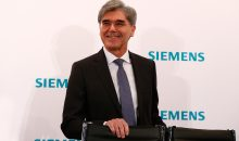 "Pressekonferenz zum ersten Quartal des Geschäftsjahrs 2017 Joe Kaeser, Vorstandsvorsitzender der Siemens AG, auf der Pressekonferenz zur Bekanntgabe der Zahlen für das erste Quartal 2017: ""Wir haben mit einem starken ersten Quartal und der deutlichen Anhebung der Jahresprognose ein klares Zeichen gesetzt. Ich bin stolz auf mein globals Siemens-Team, das hart gearbeitet und überzeugende Erfolge erzielt hat"".  Press conference on the first quarter results for fiscal 2017 Joe Kaeser, President and Chief Executive Officer of Siemens AG, at the press conference held to announce the figures for the first quarter of fiscal 2017, where he said, ""With  a strong first quarter and a considerably raised outlook for fiscal 2017, we are sending a clear signal. I am proud of my global Siemens team that has been working hard and has delivered convincing success""."