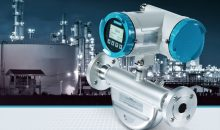 Das kompakte Coriolisgerät erreicht auch unter Prozessbedingungen eine hohe Genauigkeit bei der Durchfluss- und Dichtemessung. Bild: Siemens The new generation of Coriolis flow measurement technology from Siemens Industry Automation Division is the most compact solution in the market. The digitally based flow solution Sitrans FC430 with short build-in-length is suitable for any liquid or gas application within the process industry. The new device is capable of optimizing a wide range of processes for increased productivity in industries like Chemical and Pharmaceutical. Sitrans FC430 is ideal for multi-parameter measurement and can be used in applications like fast filling, batch control, blending and dosing as well as for measurement of gases or fluids.