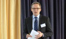 Dr. Oliver Möllenstädt, Hauptgeschäftsführer des GKV, berichtete in Frankfurt von einer positiven Geschäftsentwicklung der kunststoffverarbeitenden Industrie. (Bildquelle: Redaktion PLASTVERARBEITER, rm)