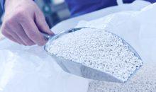 Mit dem entwickelten Prozess lässt sich Ammoniumsulfat als Granulat aus Nebenprodukten der Industrie herstellen. Bild: Thyssenkrupp