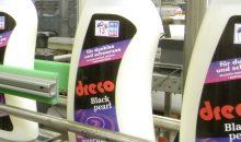 Sollte eine Flasche einmal nicht richtig verschlossen sein und umkippen, ist die Anlage geschützt nach IP65. Bilder: Bluhm Systeme