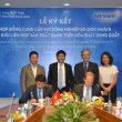 Stefan Messer (3. v. r.) und Marc Wachter, Geschäftsführer von Messer in Vietnam, (2. v. r.) bei der Vertragsunterzeichnung mit Vertretern von Hoa Phat. (Bild: Messer)