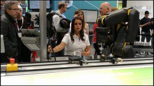 ZVEI 2017 Hannover Messe_Roboter-Kollaboration am Stand von Bosch_Bild Redaktion
