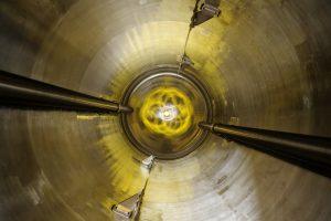 Blick in einen12,5 Kubikmeter fassenden Rührwerksbehälter aus der hoch korrosionsbeständigen Nickellegierung Hastelloy. (Bild: Saltigo)