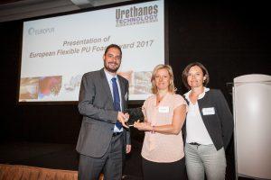 Right to Left: Michel Baumgartner (Secretary General, EUROPUR) presents the award to Cinzia Tartarini and Marie-Laure Bertet (BASF). / Von links nach rechts: Michel Baumgartner (Secretary General, EUROPUR) überreicht den Award an Cinzia Taratrini und Mar
