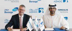 Dr. Sultan Al Jaber (ADNOC, r.) und Mark Garrett (Borealis, l.) bei der Unterzeichnung des Rahmenvertrages. (Bild: Borealis)