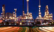 In der chemischen Industrie kann ein einzelner Stillstand Millionen kosten – weshalb sich Verschleißschutz bezahlt macht. Bild: stockphoto mania – Fotolia