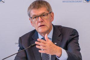 """VCI-Hauptgeschäftsführer Utz Tillmann: """"Die neue Einsparvorgabe von 40 Prozent für 2030 kann abhängig von der konjunkturellen Entwicklung zu einer Wachstumsbremse werden."""