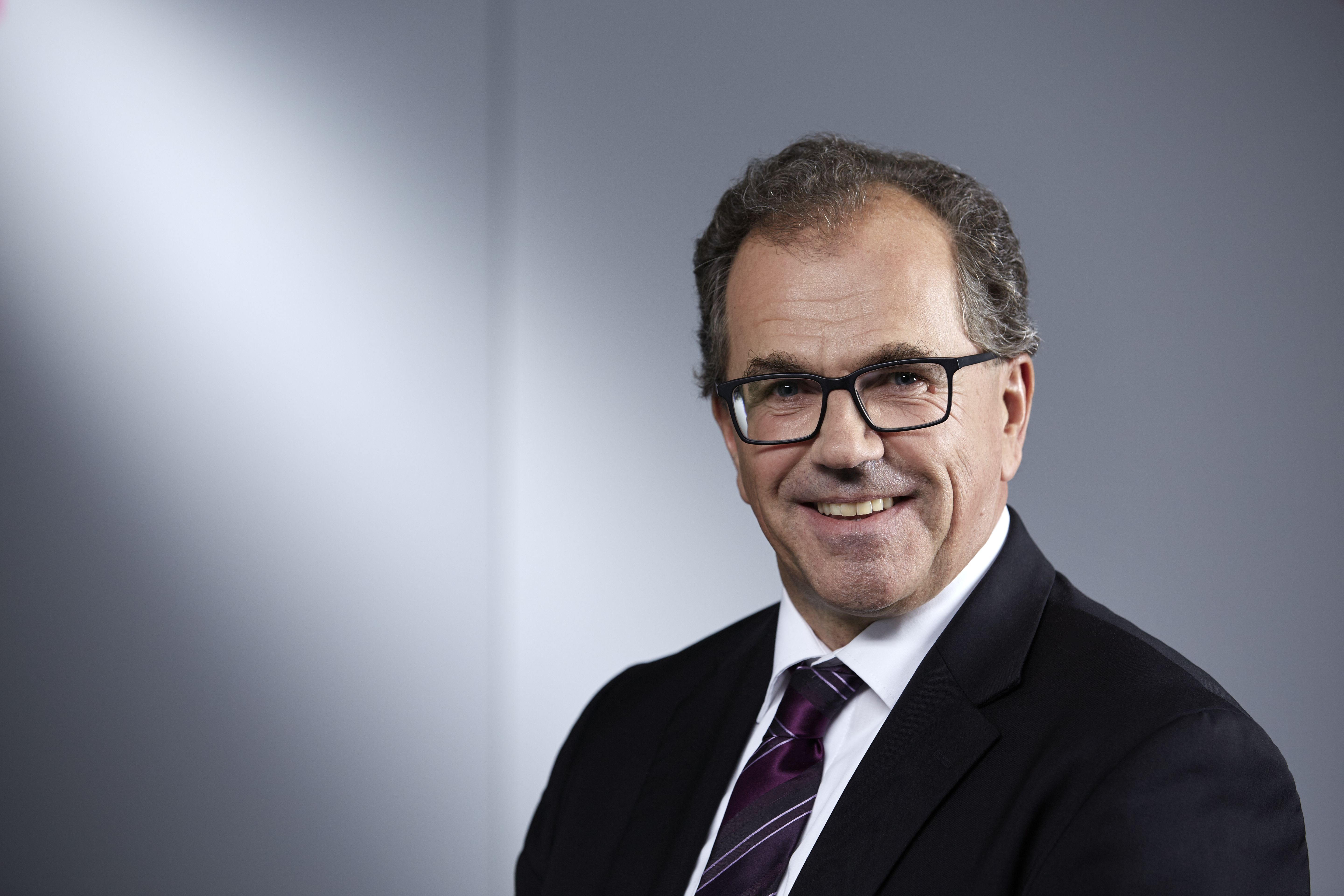 Dr.-Ing. Eckhard Roos, Head of  Industry Segment Management Process  Automation, Festo