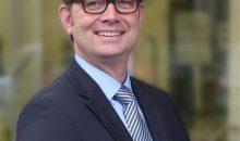 Dr. Arndt Selbach leitet die Evonik-Standorte in Lülsdorf und Wesseling. (Bild: Evonik)