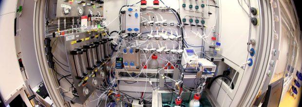 Evonik und Siemens entwickeln Power-to-X-Verfahren zur künstlichen Photosynthese von Spezialchemikalien. Bild: Evonik