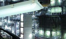 Styrolanlage Standort Ludwigshafen. Die Styrol-Wertschöpfungskette beginnt im Steamcracker. Hier werden aus dem Rohstoff Naphta (Rohbenzin) u. a. Ethylen und Benzol gewonnen. Beide Grundchemikalien sind Ausgangsprodukte für Styrol.  Styrol ist Einsatzstoff für die Herstellung von Dispersionen, vor allem aber von Schaumstoffen und anderen Kunststoffen. Sie stecken in Tausenden verschiedenen Endprodukten: in Autos, Gebäudedämmung, Verpackungen, Haushaltsgeräten, Staubsaugern oder Druckern. Abdruck honorarfrei. Copyright by BASF.  Styrene Plant Ludwigshafen. The styrene value adding chain begins in the steam cracker. This is where, among others products, ethylene and benzene are extracted from the feedstock naphtha (petroleum).  Both basic chemicals are used as raw materials in the production of styrene. Styrene is used to manufacture dispersions but above all foams and other plastics. They are found in thousands of different end products: cars, building insulation, packaging, household appliances, vacuum cleaners and printers. Print free of charge. Copyright by BASF.