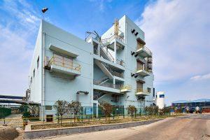 Die neue BASF-Anlage in Jiaxing, China, produziert Schwefelsäure für die Halbleiter-Industrie. (Bild: BASF)