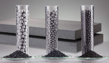 Graphithaltiges, graues EPS bietet eine höhere Dämmleistung bei niedrigerem Gewicht im Vergleich zu klassischem Styropor. (Bild: BASF)
