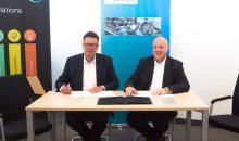 Siemens und die Covestro Deutschland AG vertiefen strategische Partnerschaft im Rahmen der Digitalisierung. Das Bild zeigt (von links nach rechts): Dr. Klaus Schäfer, Chief Technology Officer, Mitglied des Vorstands, Covestro Deutschland AG und Eckard Eberle, CEO der Business Unit Process Automation, Siemens AG.