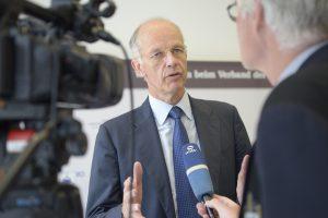 2018-07-12-VCI-Halbjahrespressekonferenz-Bock-Interview-01-SPS5553