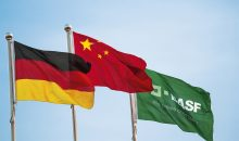 Flags at a BASF plant in China / Flaggen an einem BASF-Standort in China