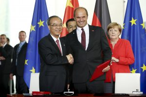 Signing of the MoU in Berlin in the presence of Germany's Chancellor Angela Merkel and the Chinese Premier Li Keqiang: Martin Brudermüller, BASF's Chairman of the Board of Executive Directors, and Lin Shaochun, Executive Vice Governor of Guangdong Pr