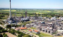"""Im Rahmen des Projekts """"KEROSyN100"""" wird die Herstellung strombasierter Kraftstoffe am Standort Raffinerie Heide untersucht. (Bild: Raffinerie Heide)"""