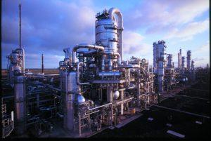 Die Produktionsanlage für PO und SM im Rotterdamer Hafen ist nach Angaben des Betreibers die größte ihrer Art. (Bild: Lyondellbasell)