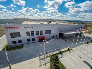 Die Eröffnung des Produktionsstandorts im Industriepark Nervia fand am 26. September 2018 statt. (Bild: Pfeiffer Vacuum)