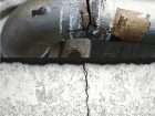 Durch Chloride ausgelöste Spannungsrisskorrosion an einem Rohr aus nichtrostendem Stahl.