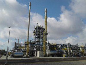 Der Reaktor für doie Bitumenproduktion steht in der in der Raffinerie Heydar Aliyev im Norden Bakus. (Bild: Pörner)