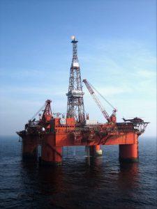Lewa_Bild 1_Ölplattform_Shutterstock