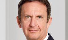 """""""Insgesamt entwickelten sich die Geschäfte im ersten Quartal unterschiedlich. Wie erwartet war das Geschäft im Unternehmensbereich Adhesive Technologies durch die globale Abschwächung der Industrieproduktion in einigen Branchen beeinträchtigt, wobei wir hier im Laufe des zweiten Halbjahres eine Verbesserung erwarten"""", erklärte der Henkel-Vorstandschef Hans Van Bylen. (Bild: Henkel)"""