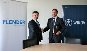 Antonín Růžička, Geschäftsführer von Wikov (rechts) und Nevzat Özcan, Serviceleiter bei Flender freuen sich über die Kooperation. (Bild: Flender)