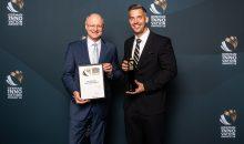 Die Auszeichnung entgegen nahmen Fritz Colesan (l.), Sprecher des Vorstandes und Nils Engelke (r.), PR-Manager von Flottweg. (Bild: Flottweg)