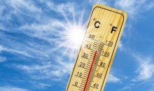 Thermometer zeigt 40 Grad bei Hitzewelle, Dürre und Wassermnagel
