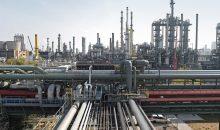 Seit über 100 Jahren ein unverzichtbarer Bestandteil des Produktionsverbundes: die Ammoniakanlagen. BASF betreibt Ammoniakanlagen mit einer Gesamtkapazität von über 1,7 Millionen Tonnen in Ludwigshafen, Antwerpen und gemeinsam mit YARA in Freeport, Texas. Ammoniak ist ein wesentlicher Ausgangsstoff für Polyamide, Isocyanate und Harnstoffharze.Ermöglicht wurde die Ammoniaksynthese erst im 20. Jahrhundert durch das Haber-Bosch-Verfahren. Fritz Haber und Carl Bosch wurden dafür mit dem Nobelpreis für Chemie ausgezeichnet.