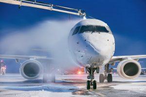 Auf Propylenglykol basieren beispielsweise Flugzeug-Enteisungsmittel. (Bild: Evonik)