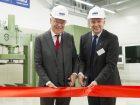 Stephan Weil, Ministerpräsident von Niedersachsen (links), und Dirk Bremm, Leiter des Unternehmensbereichs Coatings der BASF, haben das neue Gebäude in Langelsheim eingeweiht. (Bild: BASF)