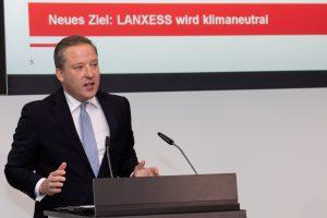 Der Vorstandsvorsitzende Matthias Zachert stellte die neue Klimastrategie auf einer Pressekonferenz vor:.