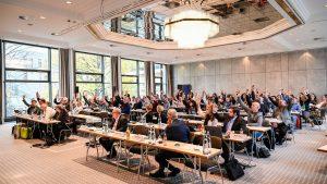 Einstimmig angenommen: Am 22.11.2019 einigten sich Arbeitgeberverband BAVC und Gewerkschaft IG BCE auf ein Tarifpaket für die Chemieindustrie mit einer Laufzeit bis 2022. (Bild: IG BCE)
